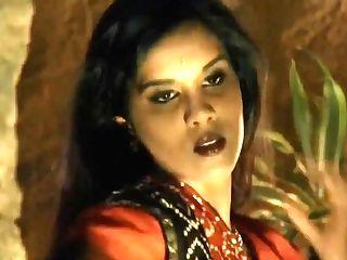 Observe The Erotic Indian Dancer