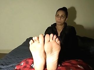 Indian Lady Feet Service